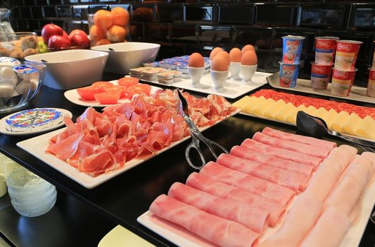 Enjoy our breakfast buffet!