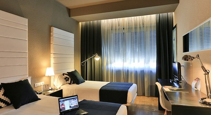 The double rooms of the Sercotel Leyre have one or ...
